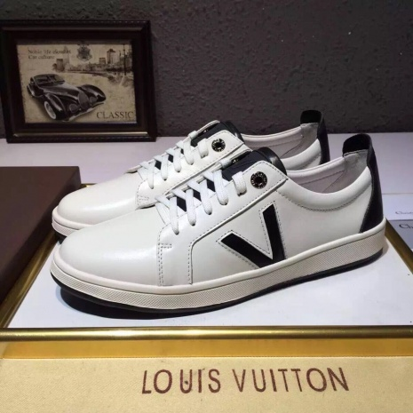 $91.0, Louis Vuitton Shoes for MEN #240100