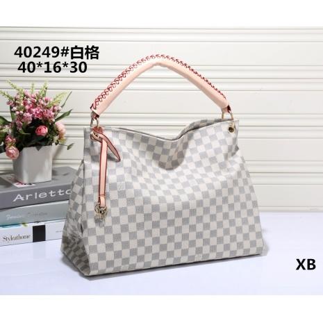 $30.0, Louis Vuitton Handbags #266420