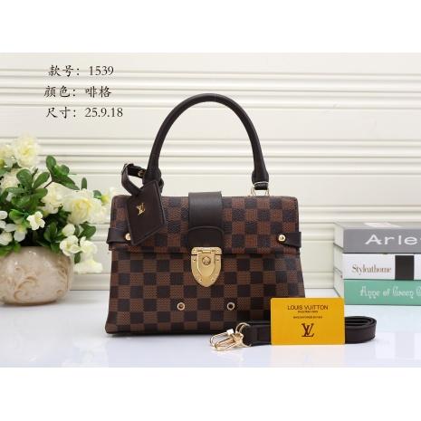 $33.0, Louis Vuitton Handbags #272032