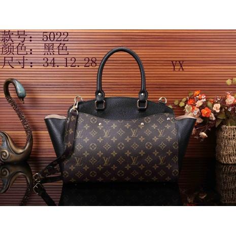 $35.0, Louis Vuitton Handbags #289989